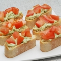 Tomat avocado bruschetta