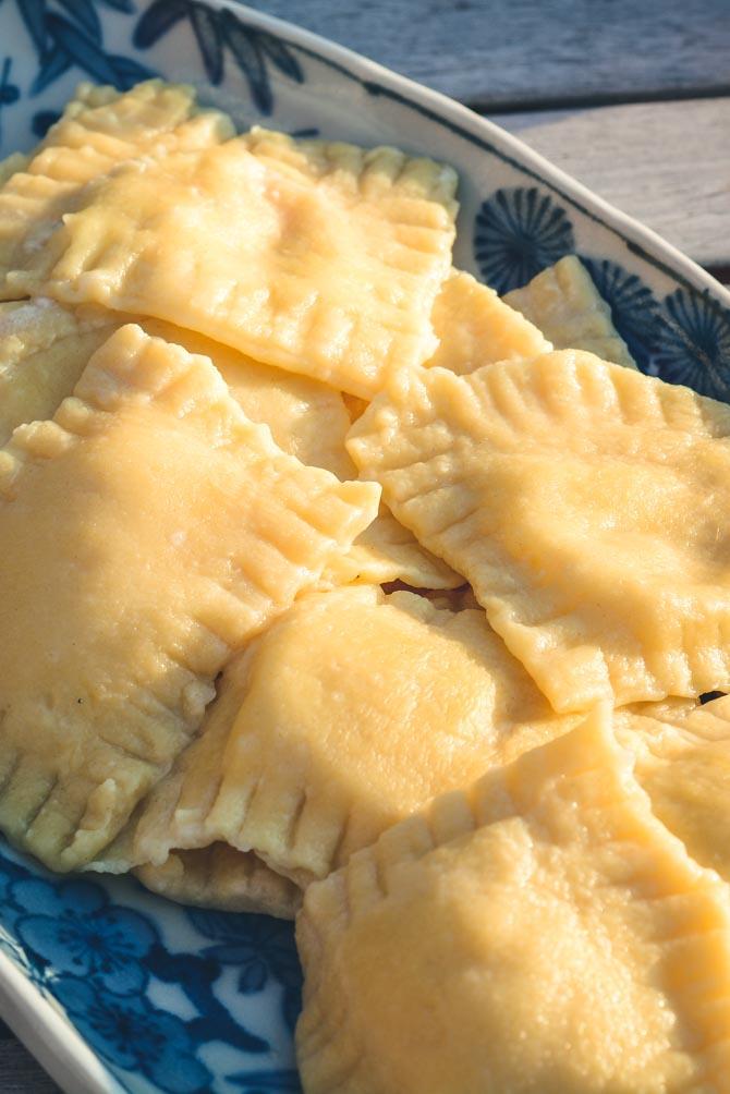 Ravioli med skinke og ost opskrift