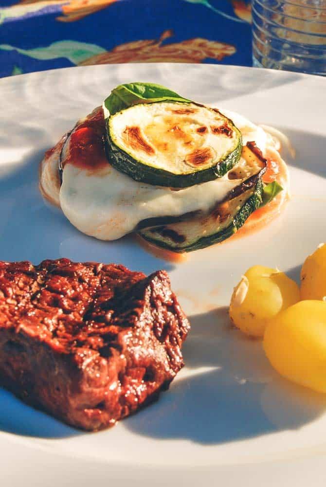Grillmad med grøntsager og kød
