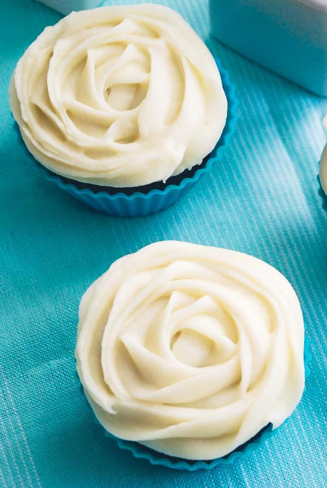 Rose glasur på cupcakes