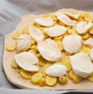 Mozzerella på kartoffelpizza