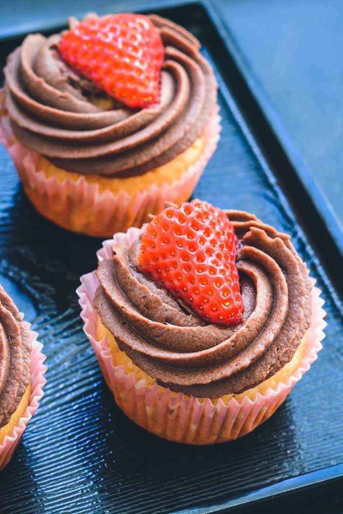 Cupcakes med chokolade og jordbær