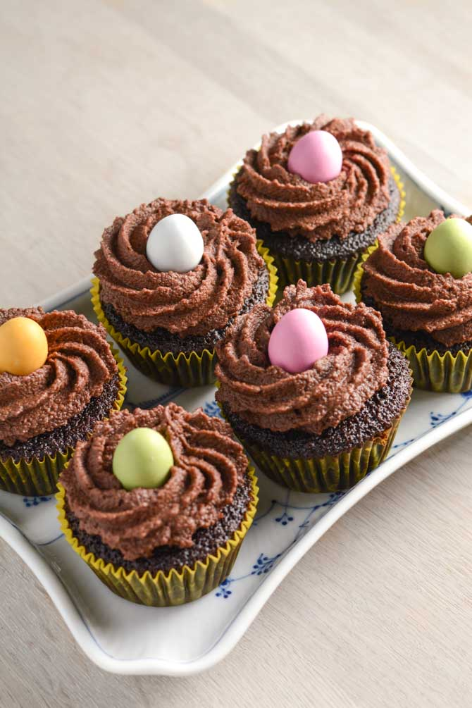 Chokolade cupcakes med påskeæg