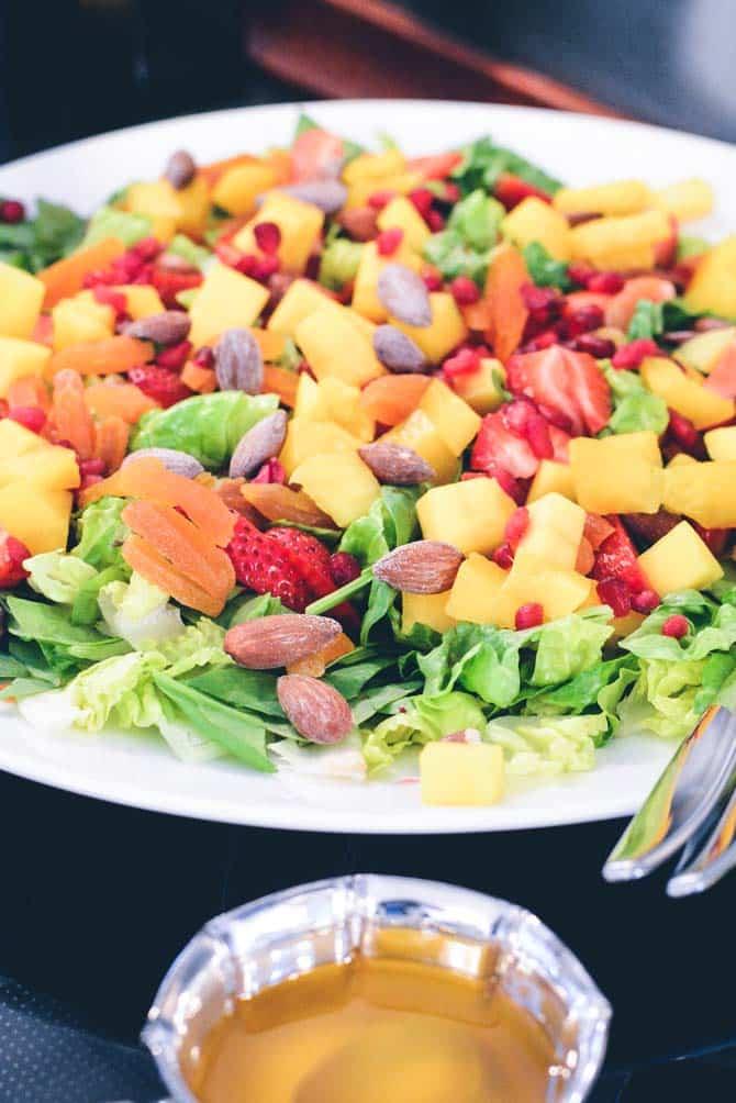 Salat med frugt og dressing