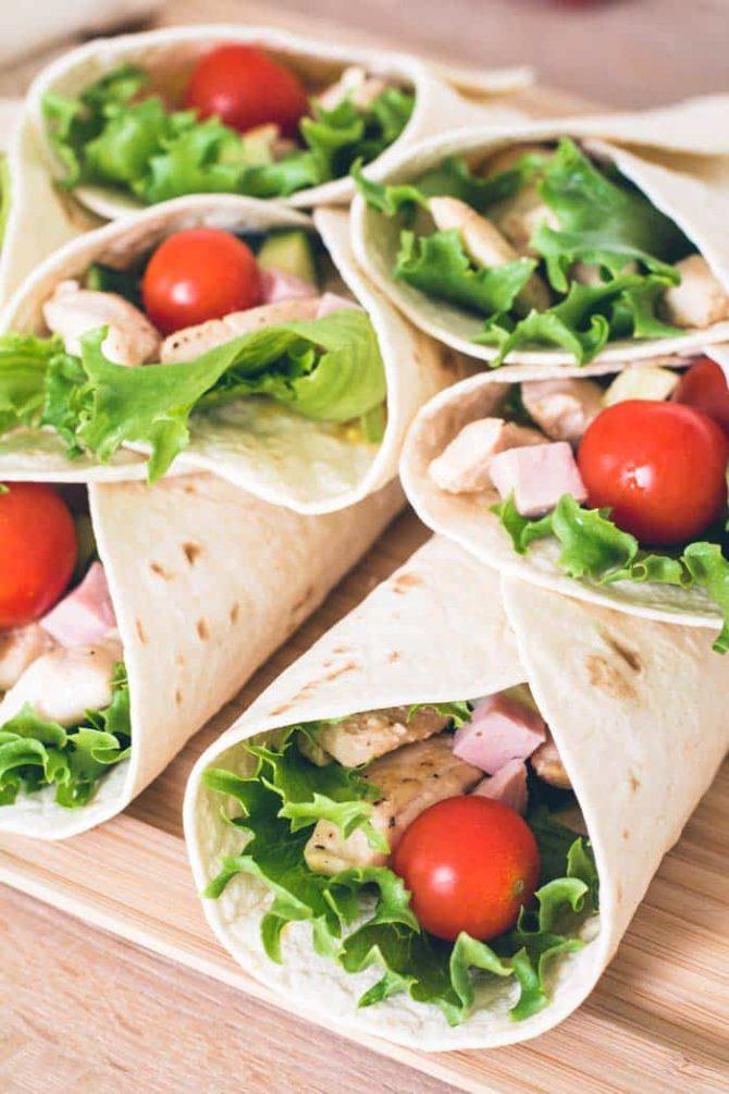 Wraps med kylling og tomat