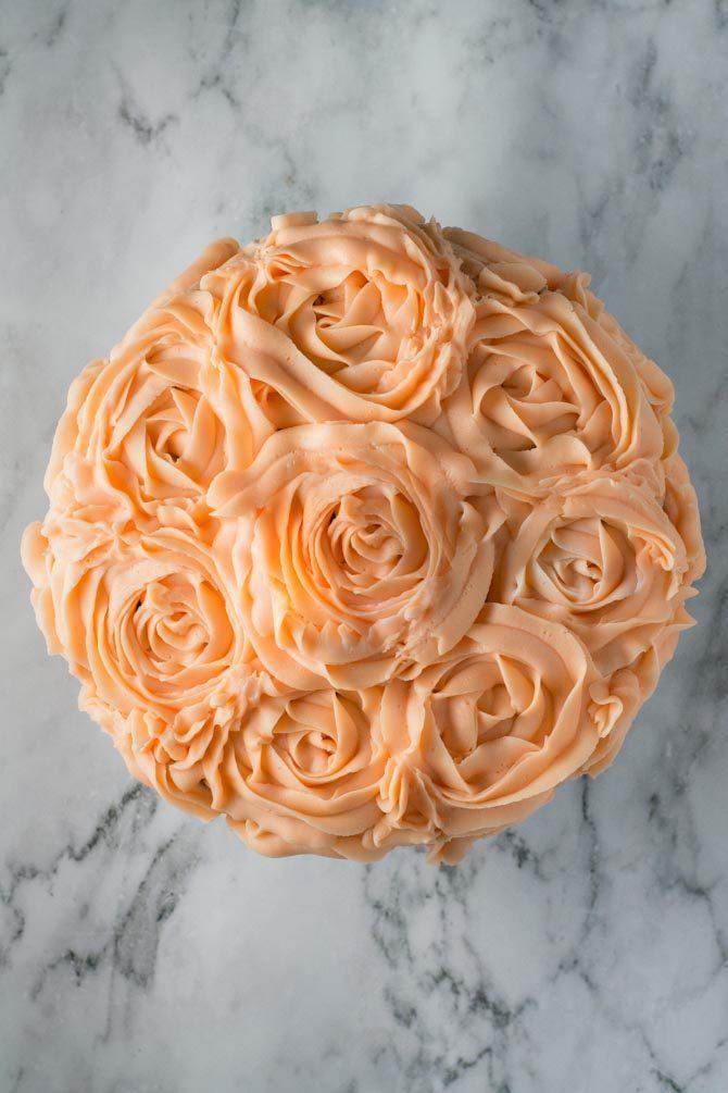 Chokoladelagkage med roser