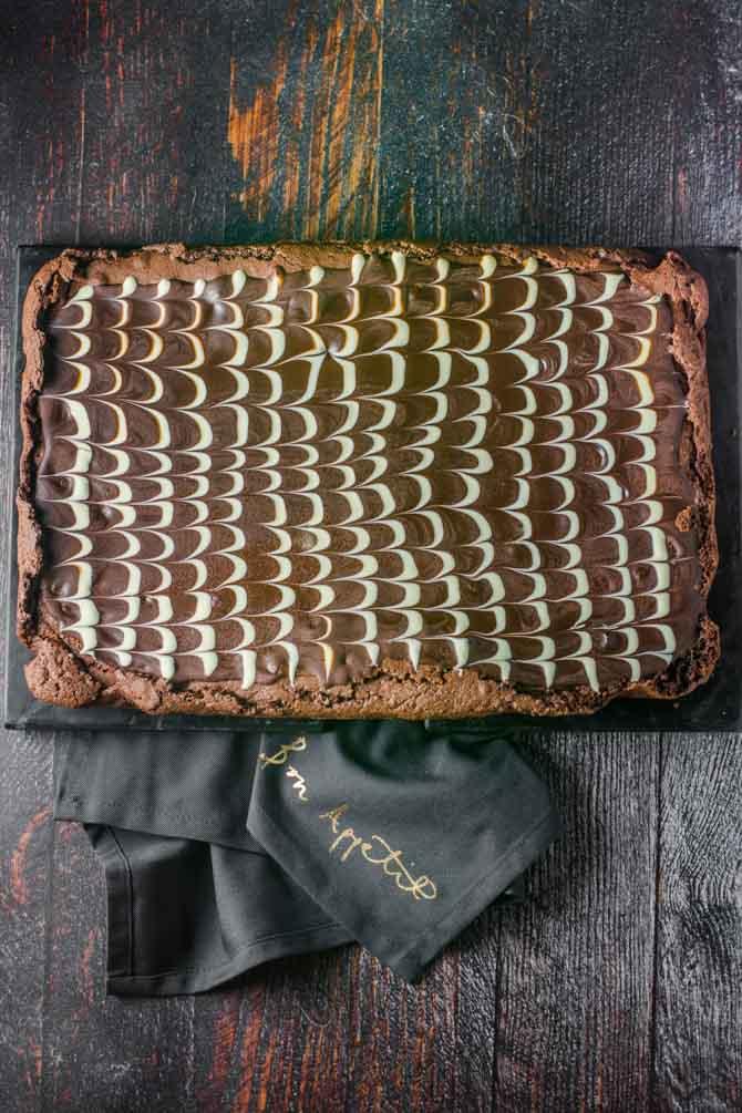 Chokoladeglasur mønster på brownies