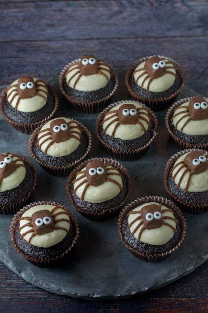 Cupcakes med edderkop til Halloween