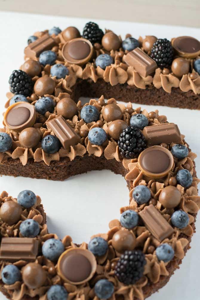 Tal kage med blåbær og chokolade
