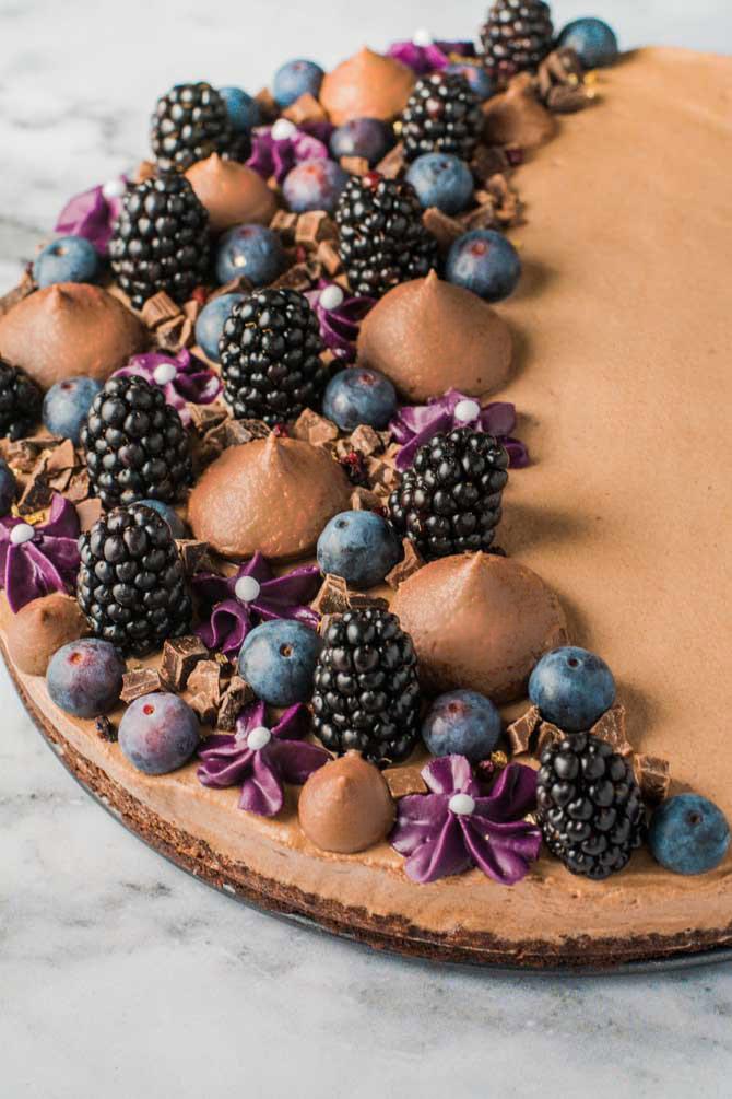 Brownie kage med bær